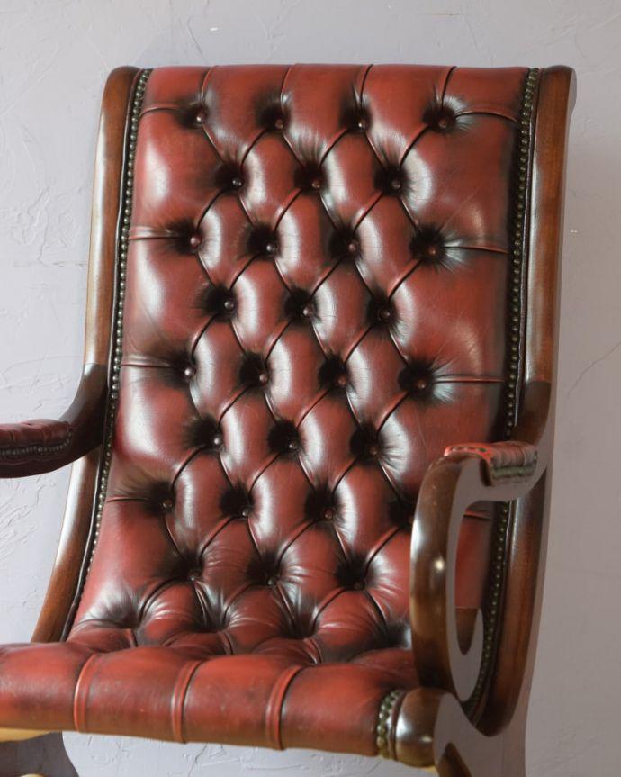 パーソナルチェア アンティークチェア・椅子 (チェスターフィールド)イージーチェアー ゆったりと包み込んでくれます時間を忘れてくつろげてしまう掛け心地。(q-410-c)
