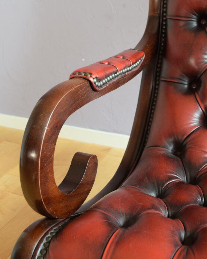 パーソナルチェア アンティークチェア・椅子 (チェスターフィールド)イージーチェアー アーム部分もカッコいい肘を掛けておけるアームチェアは座ったときにやっぱりラク。(q-410-c)