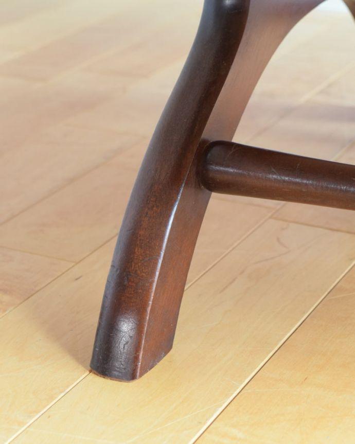 パーソナルチェア アンティークチェア・椅子 (チェスターフィールド)イージーチェアー 床を滑らせて移動出来ますHandleではアンティークチェアの脚の裏にフェルトキーパーをお付けしています。(q-410-c)