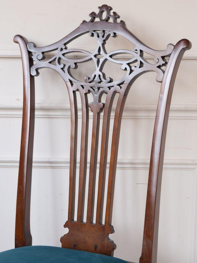背もたれが美しいアンティークの椅子