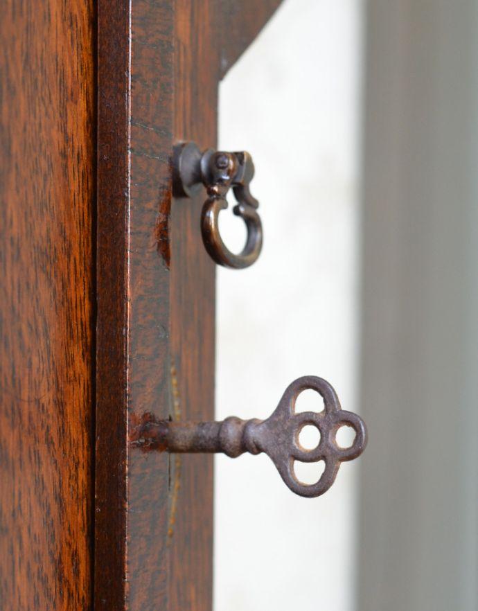 q-474-f-1 アンティークコーナーガラスキャビネットの鍵