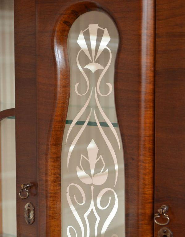 q-494-f アンティークガラスキャビネットの装飾1