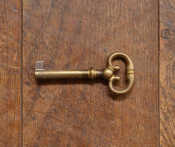 q-494-f アンティークガラスキャビネットの鍵