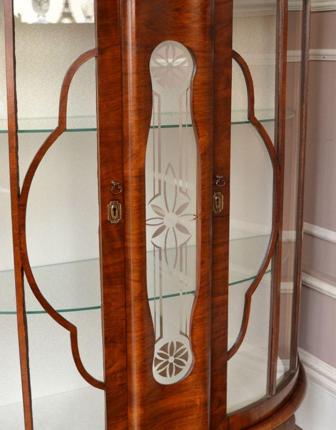 q-542-f-1 アンティークガラスキャビネットの装飾1