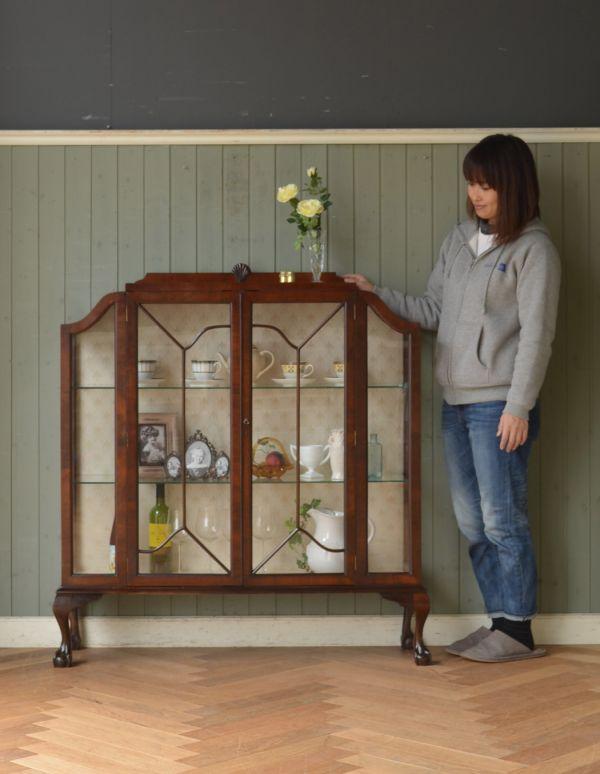 アンティークのキャビネット アンティーク家具 アンティークの英国スタイルの家具、マホガニー材のガラスキャビネット。本棚としてはもちろん、グラスや食器を並べて飾り棚としても素敵ですよ。(q-583-f)