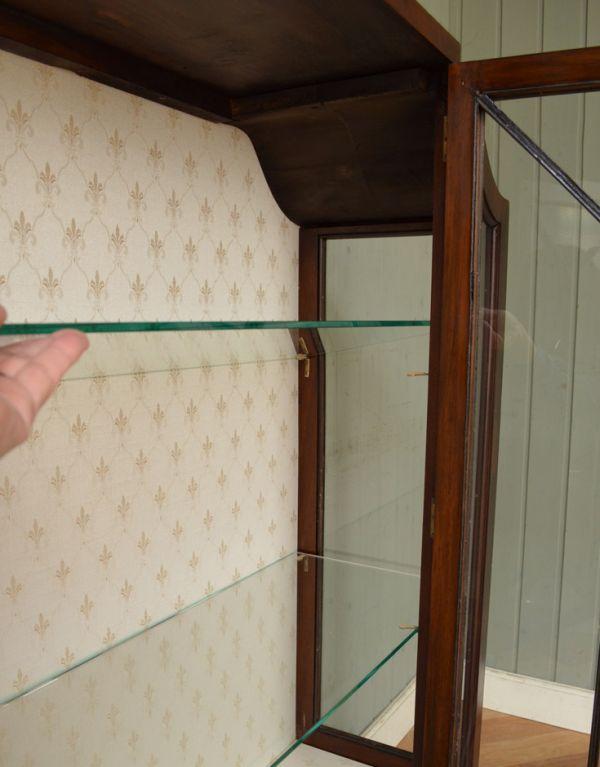 アンティークのキャビネット アンティーク家具 アンティークの英国スタイルの家具、マホガニー材のガラスキャビネット。ガラスの棚板は可動です。(q-583-f)