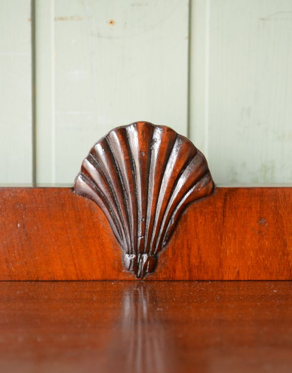 アンティークのキャビネット アンティーク家具 アンティークの英国スタイルの家具、マホガニー材のガラスキャビネット。風格と品があるので、リビングはもちろん、和室や書斎、客間にも最適。(q-583-f)