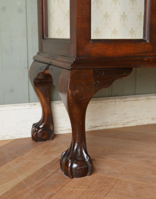 アンティークのキャビネット アンティーク家具 アンティークの英国スタイルの家具、マホガニー材のガラスキャビネット。しっかりとした安定感があります。(q-583-f)