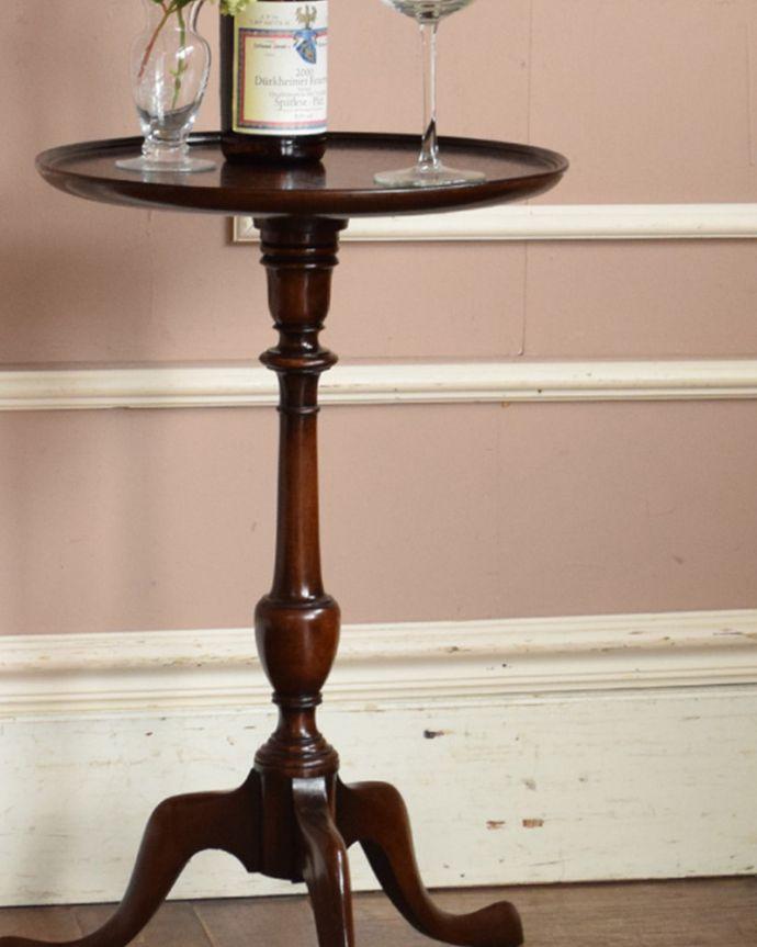 q-598-f アンティークワインテーブルのアップ