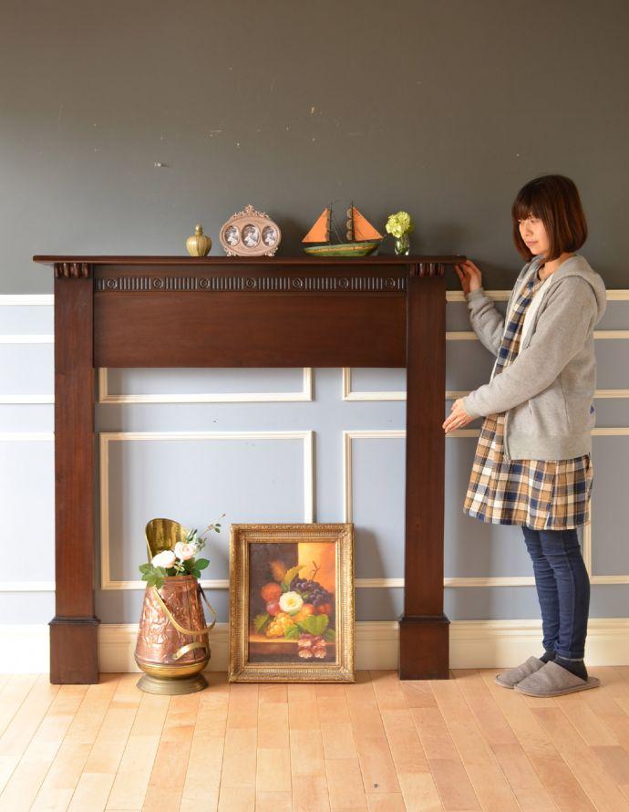 めずらしい家具 アンティーク家具 英国のアンティーク家具、マホガニー材のマントルピース(暖炉枠)。置いた瞬間、一気にお部屋が垢抜けるオシャレアイテムです。(q-622-f)