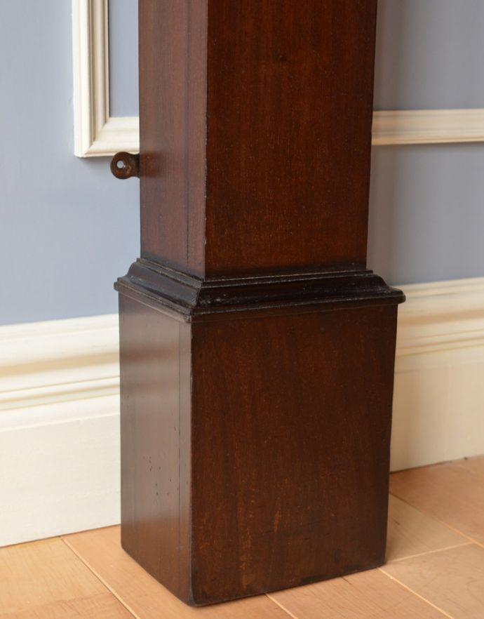 めずらしい家具 アンティーク家具 英国のアンティーク家具、マホガニー材のマントルピース(暖炉枠)。脚にもカッティングが施されています。(q-622-f)