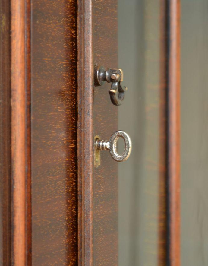 q-721-f アンティークブックケースの鍵穴