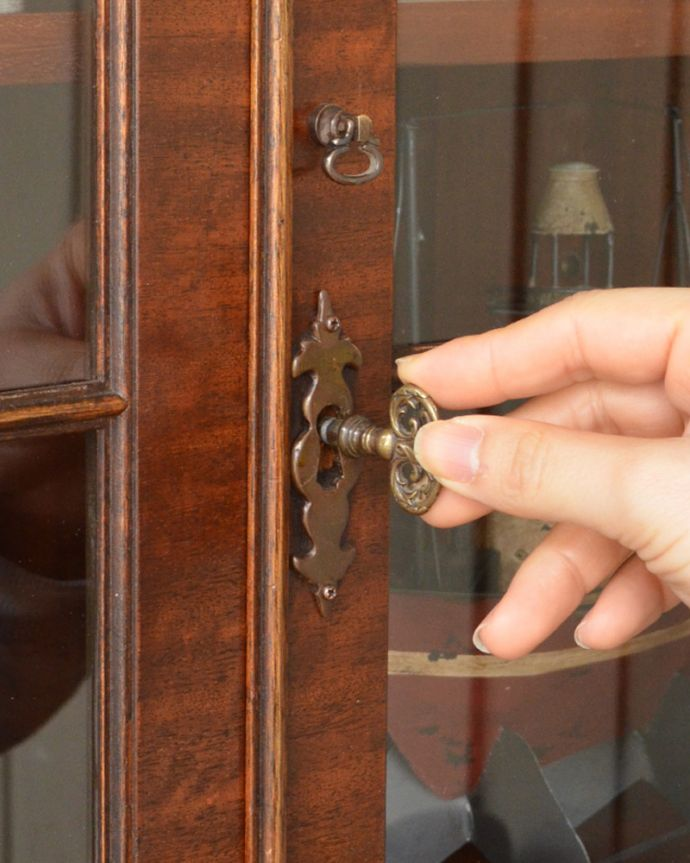 q-822-f アンティークブックケースの鍵