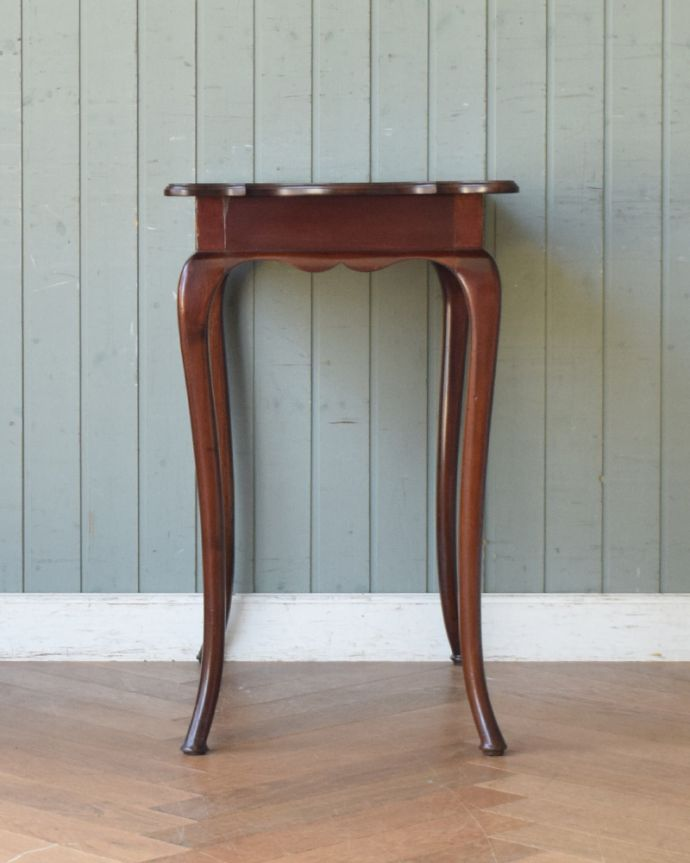 q-830-f アンティークオケージョナルテーブル(ティーテーブル)の横