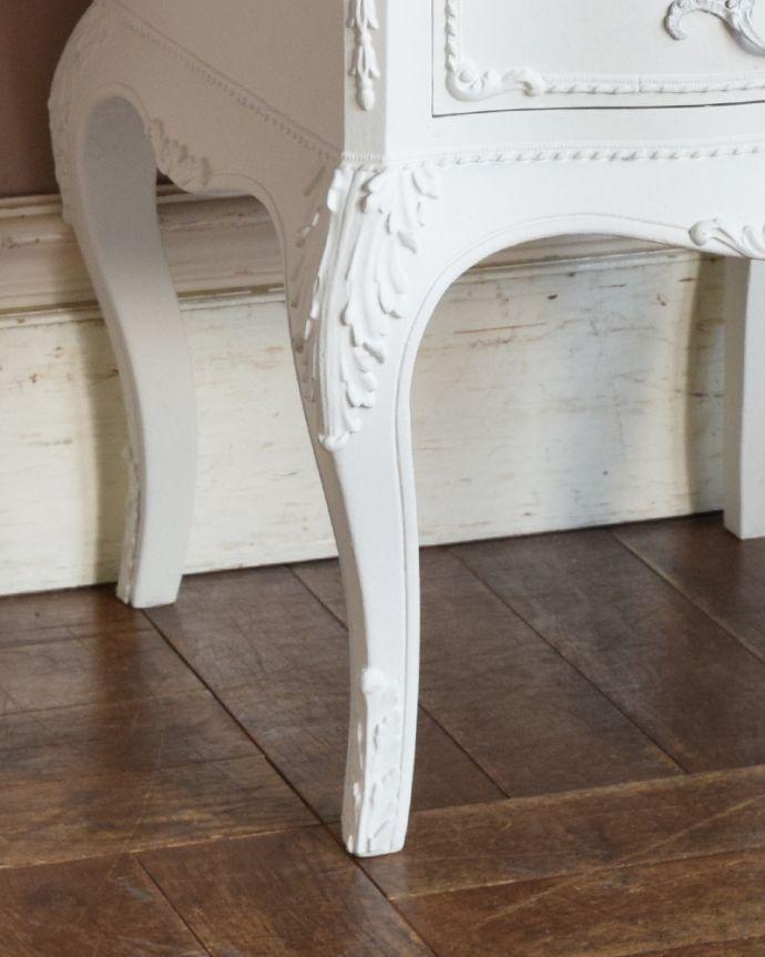 q-840-f アンティークスモールチェスト(ホワイト)の脚