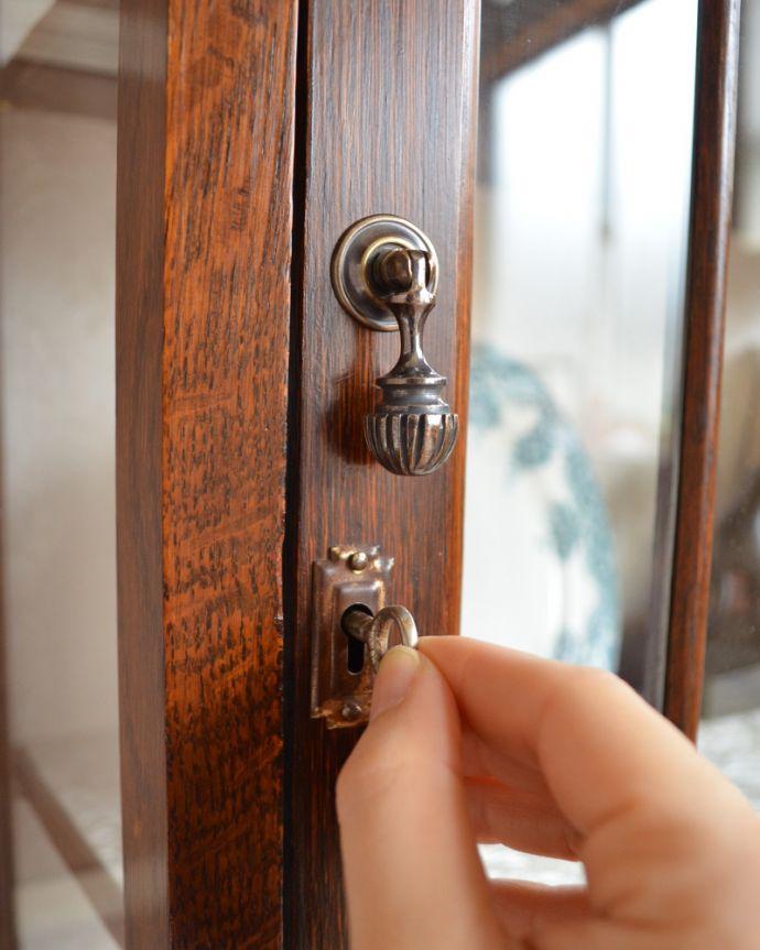 q-841-f アンティークガラスキャビネットの鍵穴