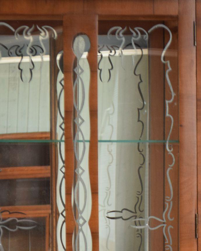 q-934-f アンティークガラスキャビネットの装飾