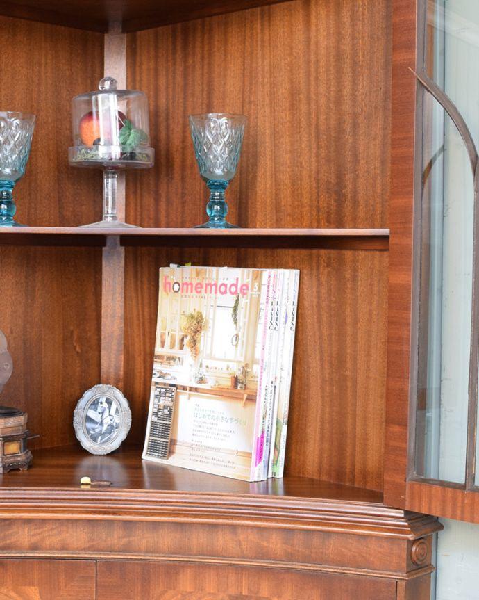アンティークのキャビネット アンティーク家具 英国輸入のアンティーク家具、曲線が美しいコーナーキャビネット。雑誌やA4サイズのファイルも収納できます。(q-976-f)