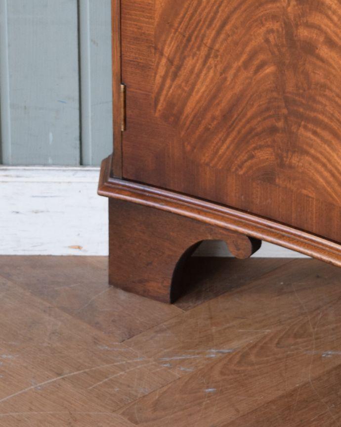 アンティークのキャビネット アンティーク家具 英国輸入のアンティーク家具、曲線が美しいコーナーキャビネット。きちんと支えます。(q-976-f)