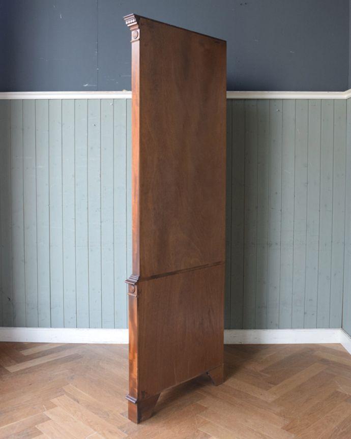 アンティークのキャビネット アンティーク家具 英国輸入のアンティーク家具、曲線が美しいコーナーキャビネット。丈夫に作られているので、長くお使いいただけます。(q-976-f)