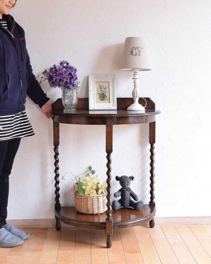 q-987-f アンティークコンソールテーブル 花台 木製のテーブルのモデル入り