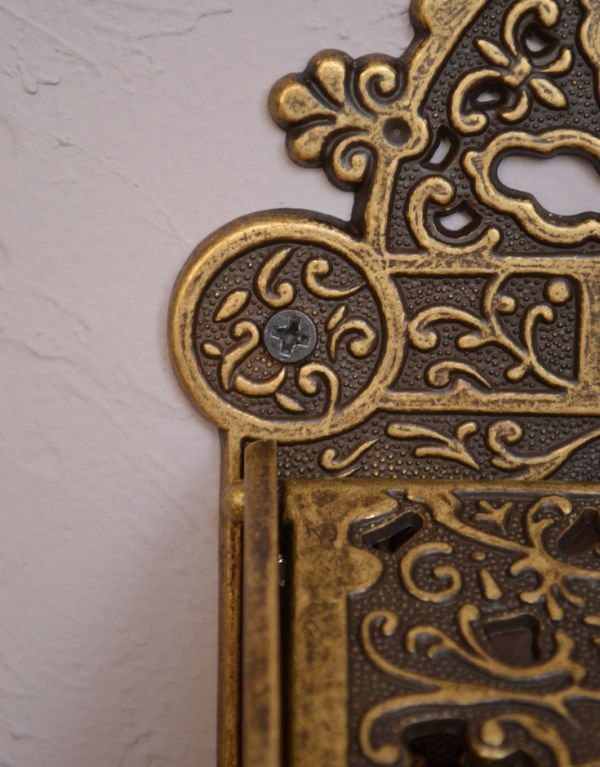洗面・トイレ 住宅用パーツ 真鍮製クラシカルなペーパーホルダー(アンティーク色)。両サイドに2ヵ所ビス穴が開いています。(sa-238)