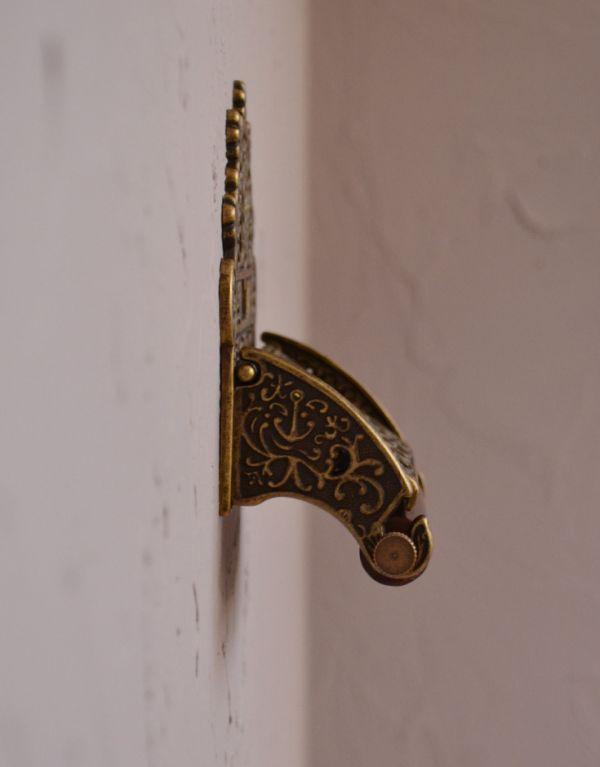 洗面・トイレ 住宅用パーツ 真鍮製クラシカルなペーパーホルダー(アンティーク色)。ペーパーが少量になっても、カバーを押さえ、切れるよう改良されて新登場です。(sa-238)