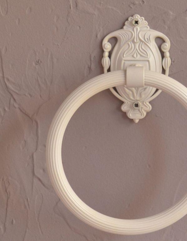 洗面・トイレ 住宅用パーツ ヨーロピアン調の真鍮製タオルリング(アンティークホワイト)。ヨーロピアンデザインがトイレを素敵に演出してくれます。(sa-422)