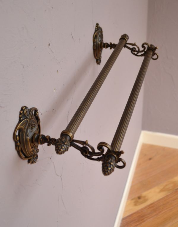 洗面・トイレ 住宅用パーツ ヨーロピアン調の真鍮製ダブルタオルバー(アンティーク色)。家族が多い方にも人気の2連タイプのタオルバーです。(sa-627)