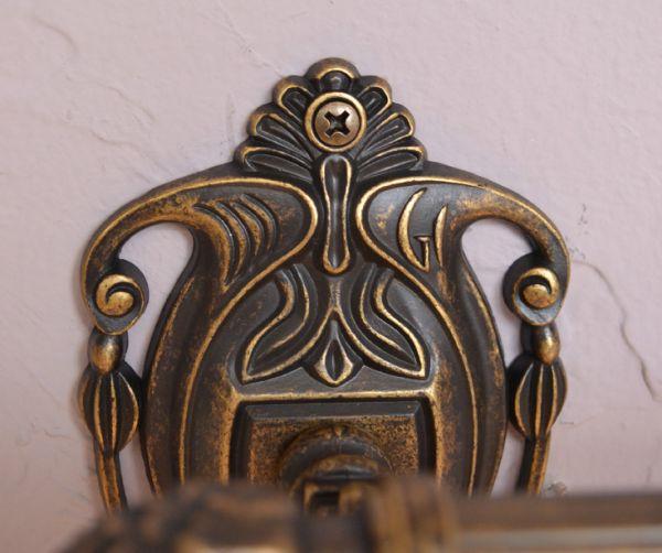 洗面・トイレ 住宅用パーツ ヨーロピアン調の真鍮製ダブルタオルバー(アンティーク色)。ビスも台座柄の一部として溶け込み目立たないようこだわって作られたデザインです。(sa-627)