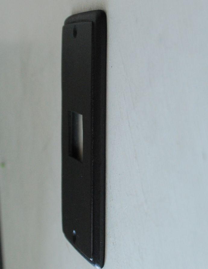 スイッチ・スイッチカバー 住宅用パーツ 外国風お洒落な真鍮スイッチカバー(ブラック・シングルタイプ)。【 全体 】幅7.2×厚み0.6×高さ12cm【 スイッチ部分 】幅3×高さ2.4cm。(sc-02-a)