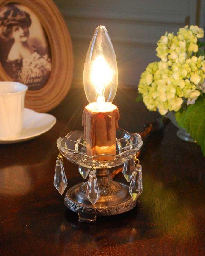 照明・ライティング Handleオリジナルのテーブルシャンデリア (アンティーク色・S・ガラス)(E17シャンデリア球付)。テーブルで使える小さなシャンデリアヨーロッパから取り寄せた真鍮のパーツにガラスのパーツを手作業で付けて作った、テーブルの上に置いて使える小さなシャンデリアです。(sgl-06-a)