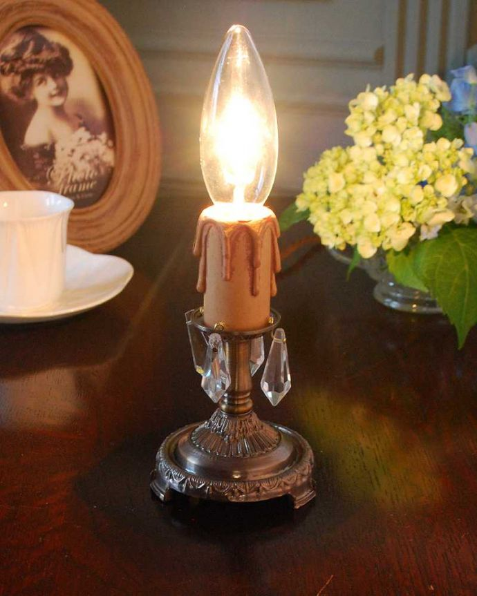 Handleオリジナル 照明・ライティング Handleオリジナルのテーブルシャンデリア(アンティーク色・M・ガラス)(E17シャンデリア球付)。テーブルで使える小さなシャンデリアヨーロッパから取り寄せた真鍮のパーツにガラスのパーツを手作業で付けて作った、テーブルの上に置いて使える小さなシャンデリアです。(sgl-07-a)