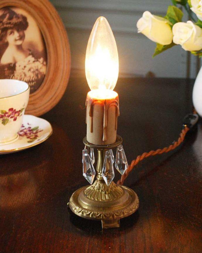 Handleオリジナル 照明・ライティング Handleオリジナルのテーブルシャンデリア(ゴールド色・M・ガラス)(E17シャンデリア球付)。テーブルで使える小さなシャンデリアヨーロッパから取り寄せた真鍮のパーツにガラスのパーツを手作業で付けて作った、テーブルの上に置いて使える小さなシャンデリアです。(sgl-07)