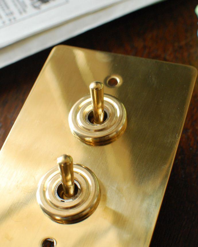 スイッチ・スイッチカバー 住宅用パーツ 真鍮プレート2スイッチ(ダブルスイッチ)。トイレやちょっとしたところに付けてみてください。(sw-09)