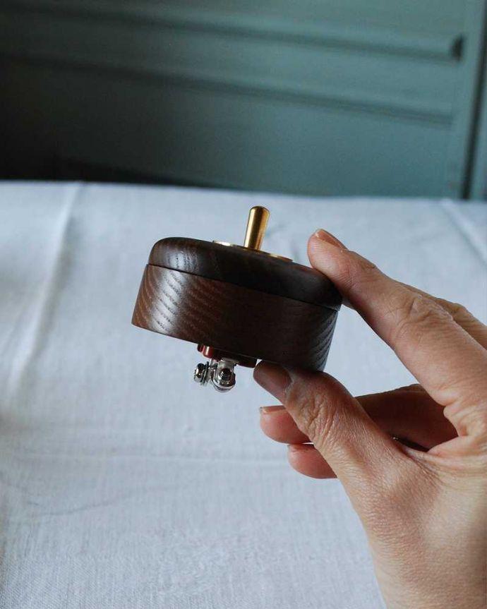 スイッチ・スイッチカバー 住宅用パーツ まるでアンティークのスイッチのような可愛い形のスイッチ (シングル)。片手でスイッチON!オン・オフするのが楽しくなっちゃう形。(sw-19)