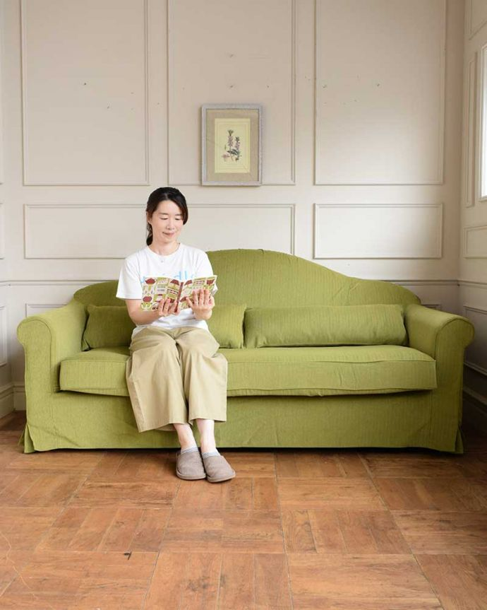 ゆったり座れる3人掛けのソファ