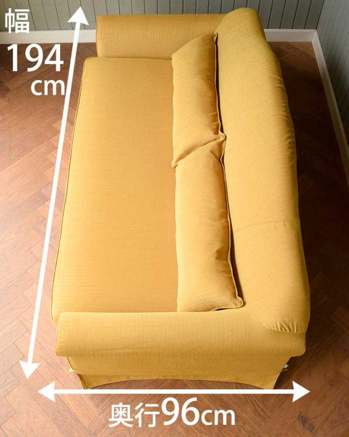 三人掛けのソファの座面