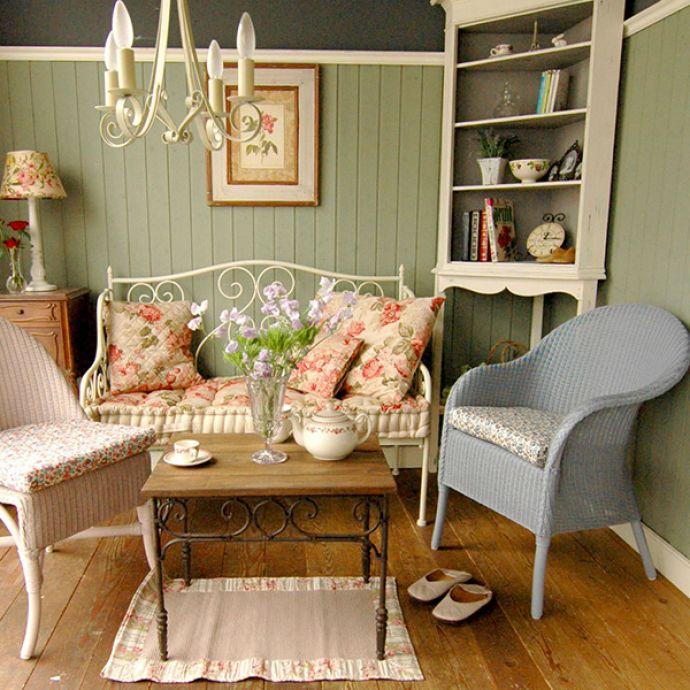 ロイドルームの家具や椅子