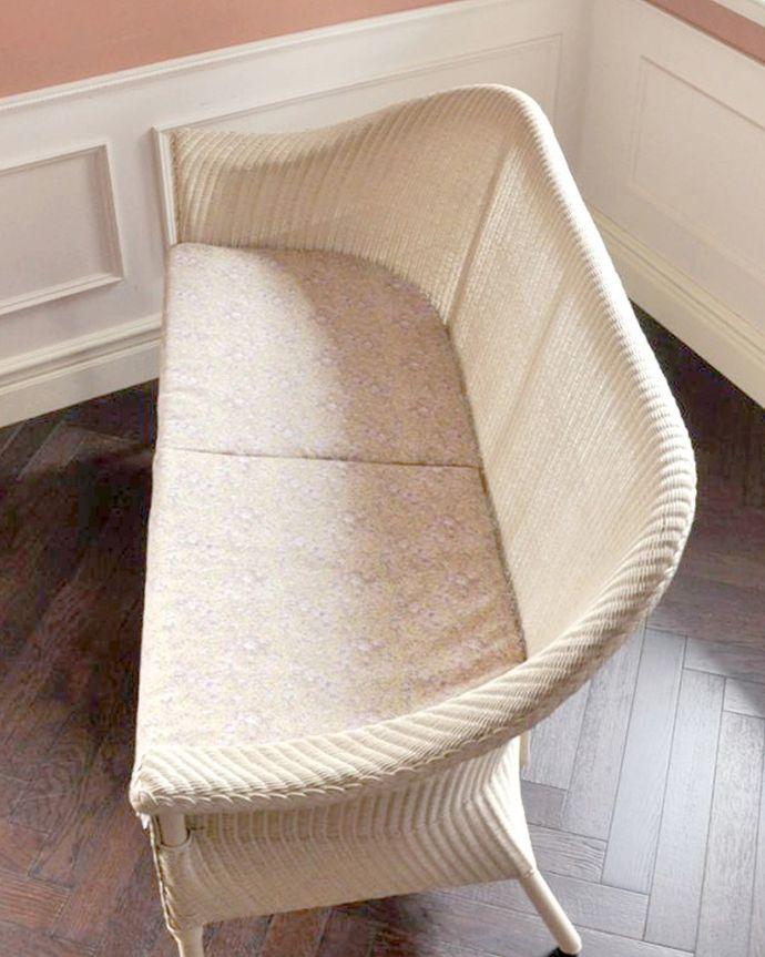 Handleオリジナル アンティーク風 ロイドルームの椅子、8色から選べるHandleオリジナルのロイドルームソファ。LIBERTYプリントのクッション付きHandleのオリジナルロイドルームチェアには、同じくイギリス生まれのLIBERTYプリントのクッションが付いてきます。(hol-07)