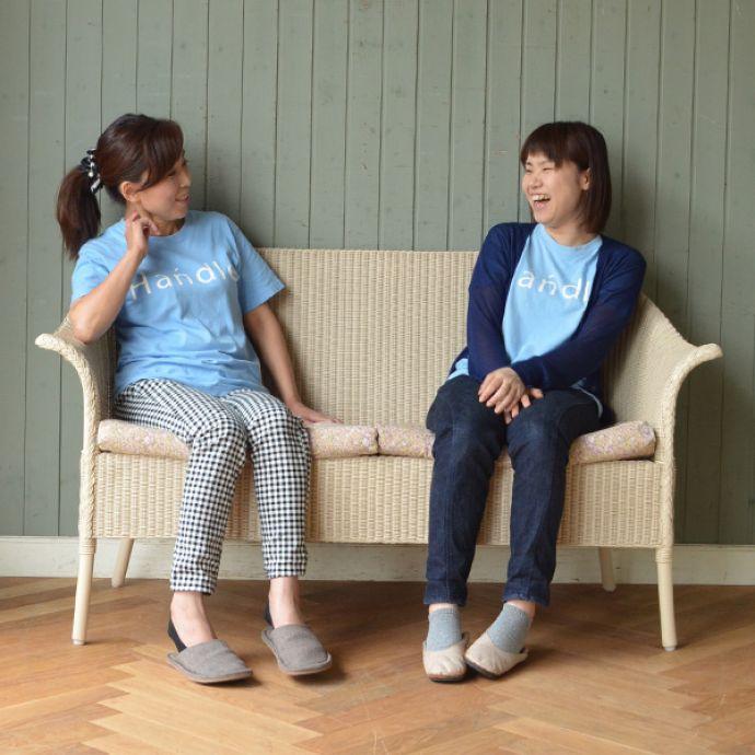 Handleオリジナル アンティーク風 ロイドルームの椅子、8色から選べるHandleオリジナルのロイドルームソファ。2人で座ると・・・オトナ2人で座ってもゆったりサイズ。(hol-07)