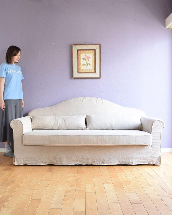 オリジナルソファ アンティーク風 お家の洗濯機で洗えるHandleオリジナルのリネンソファ。女性らしいデザインが魅力の「Marie」手間がかかりますが、女性らしい形にしたくて、背もたれを緩やかなカーブを描くシルエットでデザインしました。(hos-100)