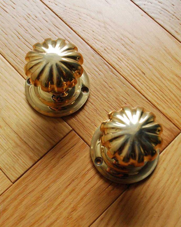 ドアノブ 住宅用パーツ 真鍮製パンプキンドアノブ、内外用2個セット(ラッチ付)。内外用2個セットでお届けします。(u-845)