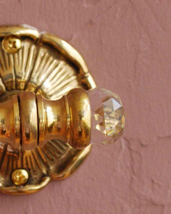 フック・フックボード 住宅用パーツ イタリアからやって来たおしゃれな真鍮製コートハンガー(ビスセット)。高級感たっぷりの真鍮製イタリア生まれらしくゴージャスな雰囲気のコートハンガー(フック)。(u-881)
