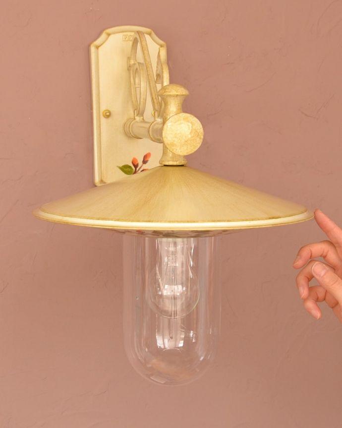 壁付けブラケット 照明・ライティング アンティーク調のおしゃれな外灯、お花の模様のウォールブラケット(アイボリー)(電球セット) イタリア生まれのおしゃれな外灯ヨーロッパらしい雰囲気が漂うおしゃれなアンティーク調の外灯。(wr-117)