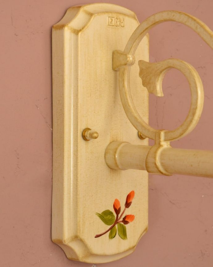 壁付けブラケット 照明・ライティング アンティーク調のおしゃれな外灯、お花の模様のウォールブラケット(アイボリー)(電球セット) とっても可愛いお花の模様取り付け部分にもこだわりのハンドペイントで描かれたお花の模様。(wr-117)