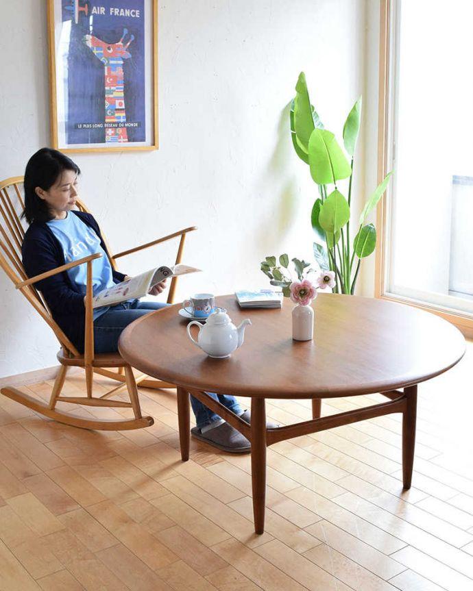 アンティークのテーブル アンティーク家具 座卓としても使えるヴィンテージ家具、北欧スタイルのコーヒーテーブル。スマートなカッコよさが人気のヒミツ北欧デザインのコーヒーテーブルは見た目のカッコよさと、どんなお部屋にも似合っちゃうシンプルなデザインが人気です。(x-1012-f)