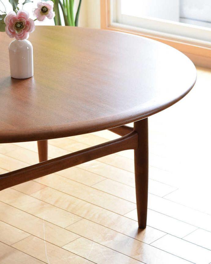 アンティークのテーブル アンティーク家具 座卓としても使えるヴィンテージ家具、北欧スタイルのコーヒーテーブル。クールな表情の中に感じられるぬくもり・・・ヴィンテージの家具は一見クールな表情。(x-1012-f)