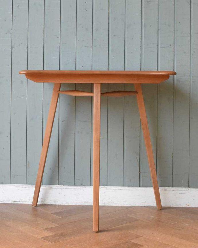 アンティーク家具 アーコールのダイニングテーブルの継ぎ足し用のエンドテーブル(サイドテーブル)。こちら側も、もちろんキレイです!アンティークは新品ではないので、もちろん経年変化によるキズはありますが、専門の職人がキレイにお直しをしているので、どの角度から見てもキレイです。(x-1058-f)