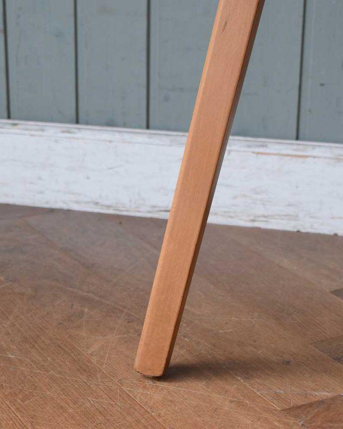 アンティーク家具 アーコールのダイニングテーブルの継ぎ足し用のエンドテーブル(サイドテーブル)。持ち上げなくても移動できます!Handleのアンティークは、脚の裏にフェルトキーパーをお付けしていますので、持ち上げず床を滑らせても移動できます。(x-1058-f)